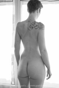 Portrait intime en noir et blanc